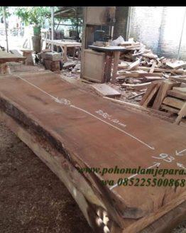 papan kayu lebar
